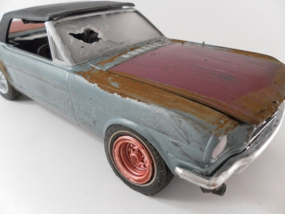 1964/65 Ford Mustang 1/24 scale model car in metallic blue