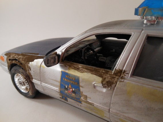 1990s Ford 1/24 scale model police car in silver