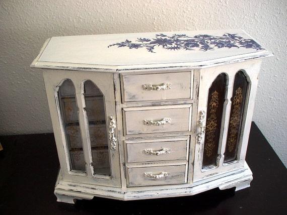 Large Cream Vintage Style Wooden Jewelry Box (Music Box)