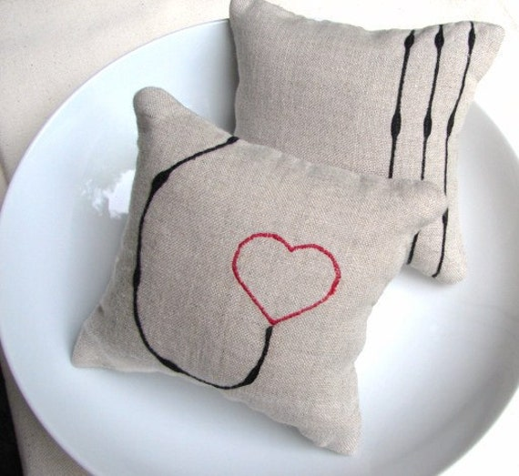 Small linen pillows with line applique and hearts red and black