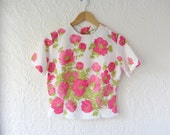 Pink floral blouse . 60s blouse . button back blouse