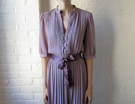 70s pleated dress // 1970s lavender spring dress