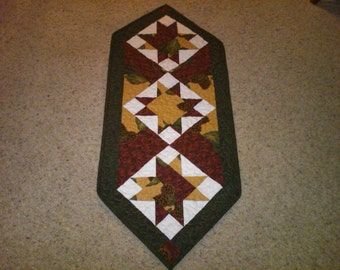 Traditional machine quilted reversible floral table runner - reversible