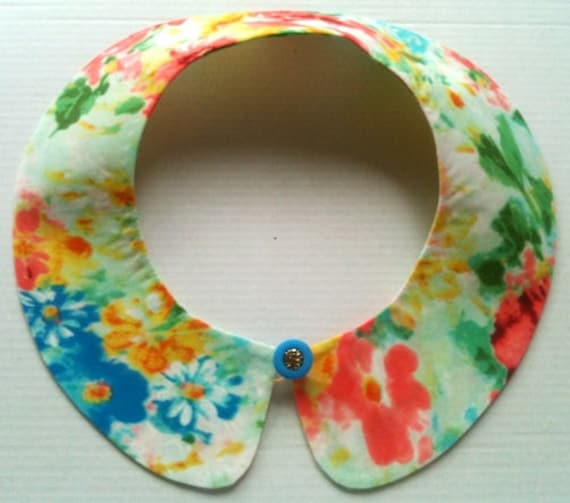 Bright Color Detachable Handmade Peter Pan Collar / Necklace with Blue Button / On Trend / Must Have / Summer Accessory / Col Claudine