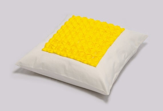 Sale - Decorative Pillow Cover in yellow and white QUADRO FRITTATA 18 inches, Decorative origami pillow