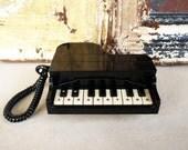 RADICAL EIGHTIES PHONE /// Retro Decor // 1980s Telephone /// Vintage Phone /// Vintage Telephone /// Vintage Piano Phone