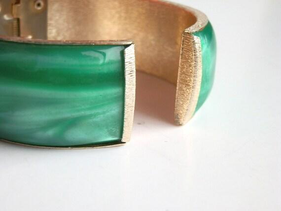 Vintage Bracelet Green Clamper Emerald Green Iridescent Goldtone Fifties Bracelet Bangle