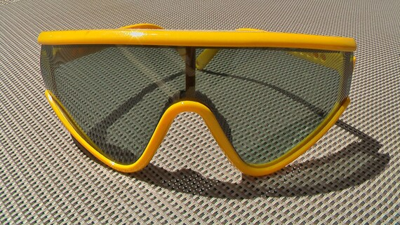 SUPER COOL Vintage Sunglasses VERY Yellow