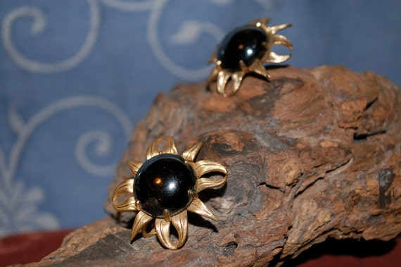 Vintage EMMONS Black Eyed Susan Earrings Gold Large Daisy Clip