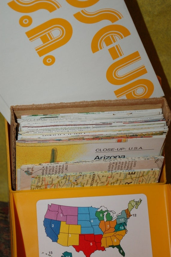 RESERVED for FASHIONCURATOR    Vintage Set of Close Up USA Maps Carrying Case Bonus Books Tourism
