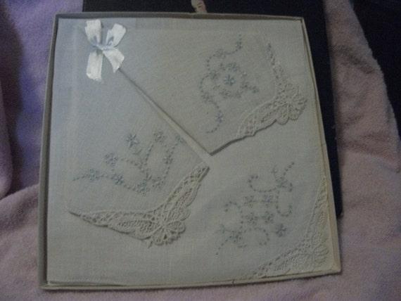 Vintage Lace Trimmed Linen Handkerchief Hand Embroidered Art Nouveau Era  Bride Wedding ONLY 12 USD