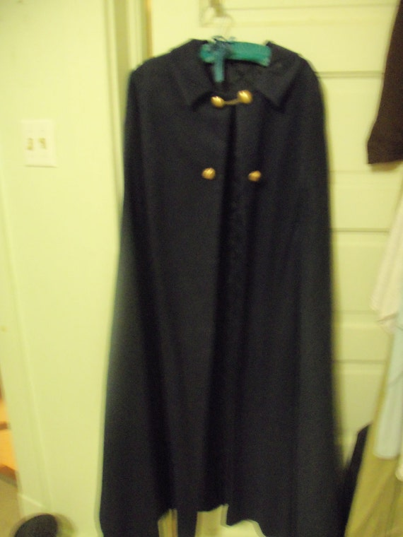 RARE Navy Blue Wool Vintage Nursing Cape with Brass buttons Korean War Issue in Excellent Condition Now Only 100 USD
