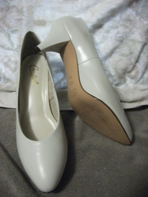 "Vintage Leather Pumps by Candies 2 3/4"" Heel Near Mint condition Size 9 N  Only 7 USD"