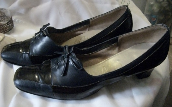 "Vintage Leather Modified Spectator Pumps by Air Step 2 1/4"" Chunky Heel Size 8 1/2 N Mad Men Only 8USD"