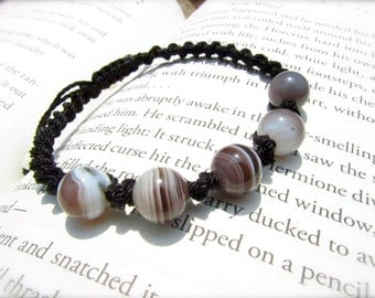 Agate Macrame Adjustable Bracelet - Stone to ATTRACT strength and protect from bad DREAMS