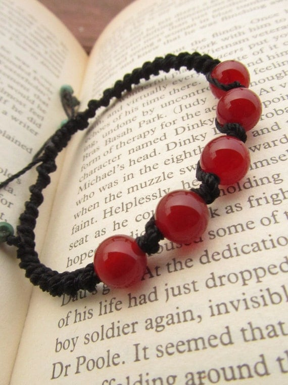 Macrame bracelet with orange carnelian stone - Healing properties, gives STRENGTH and boosts ENERGY