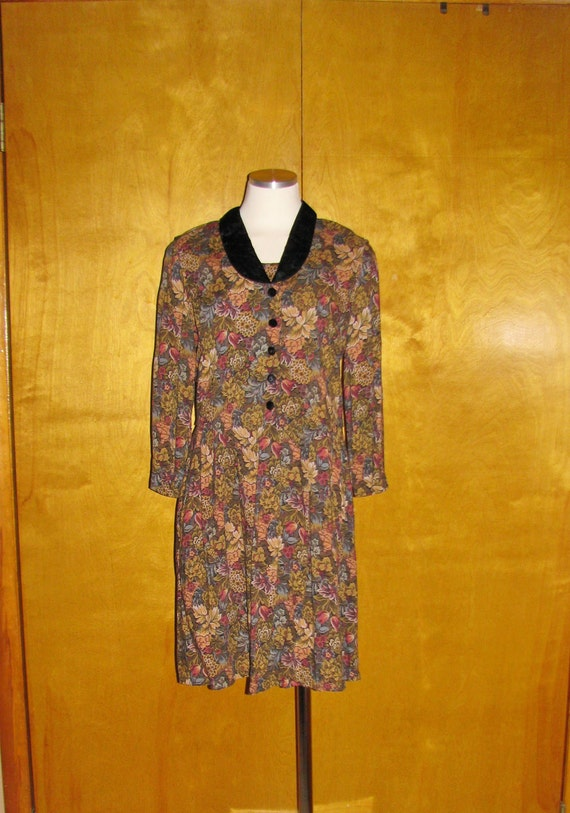 Floral Dress with Black Velvet Collar and Buttons Medium