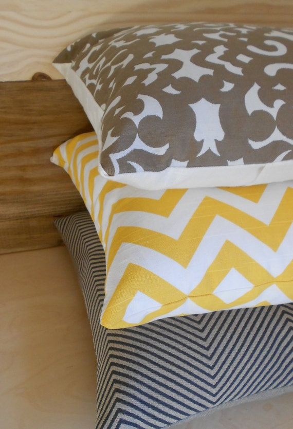 Yellow and ivory zig zag chevron pattern decorative pillow cover