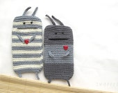 2 Cases PhoneEater to Oder with red Hearts  Lovers Couple light grey
