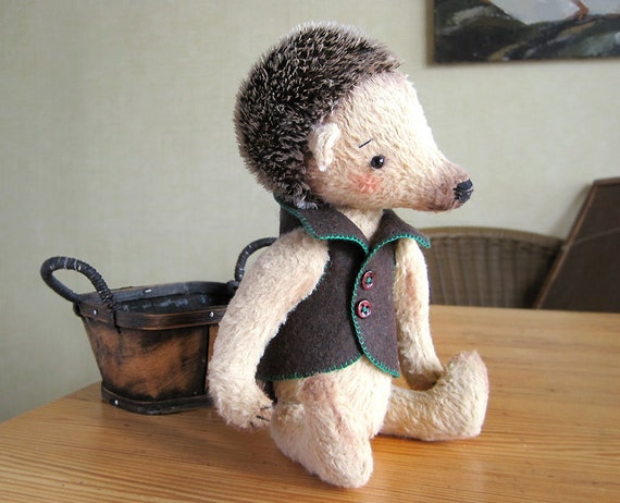 Artist Teddy Hedgehog Boris Broun Beige wood RESERVED