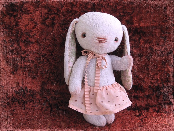 Pattern to create Teddy like Bunny Kro lilac on red vinous