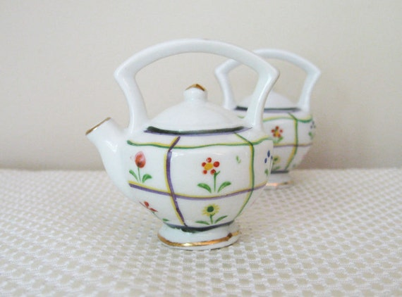 Vintage Teapot Salt & Pepper Shakers - Flowers on Tattersal