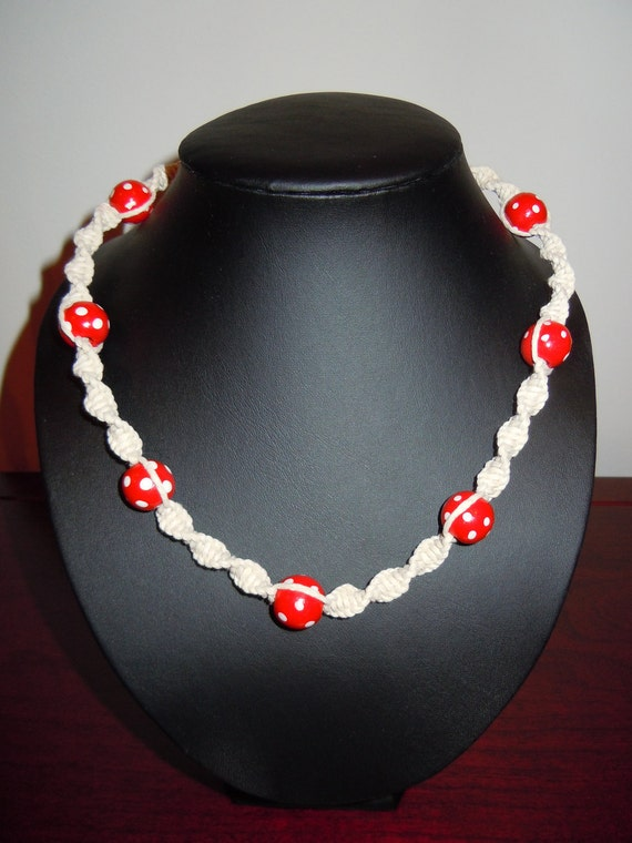 Polka Dot Smile - Macramé Necklace with Red Polka Dot Beads