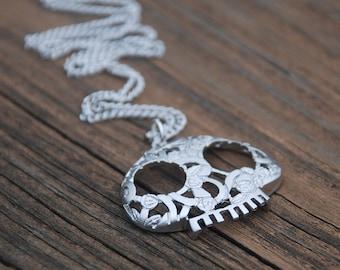 Gold, SKULL Necklace, Skull pendant, feminine skull jewelry, Elegant Skull Jewelry, Dainty Jewelry
