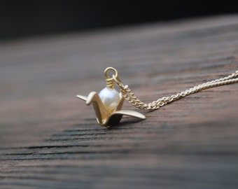 Gold, Origami, Crane Pearl Necklace, Origami jewelry, Crane necklace, Bridesmaids gift, Anniversary gift, Graduation Gift, Memorial gift