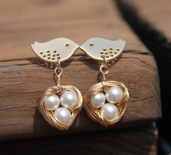 Lovely Mom bird and Baby Eggs In Nest Earrings (Gold)