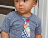 Short Sleeve Boys Heather Grey tee with Plaid Appliqued tie size 4T