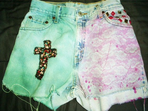 "Vintage Levi High-Waisted Floral Cross Shorts teal/pink 24-25"" //"