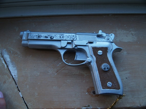 SUCKERPUNCH: Babydoll's M1911 Pistol with charms