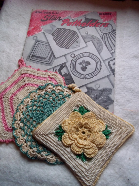 1947 Potholder Instruction Book by The American Thread Company with 3 Potholders