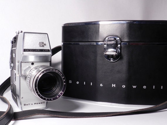 1962 Bell and Howell Zoomatic Optronic Eye Auto Load 8mm Movie Camera W/ LEATHER CASE
