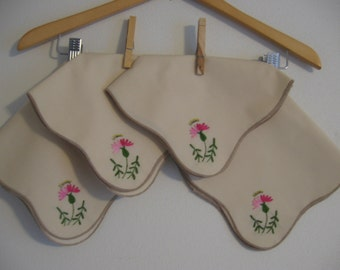 Vintage Set of 4 Hand Embroidered Flower Napkins with a Scalloped Edge
