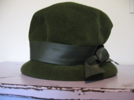 CLEARANCE-Vintage Moss Green Velour Hat
