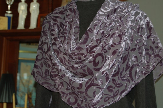 Purple cut velvet scarf/stole.