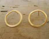 Circle post earrings in gold , classic pair of studs with wavy texture perfect for everyday wear