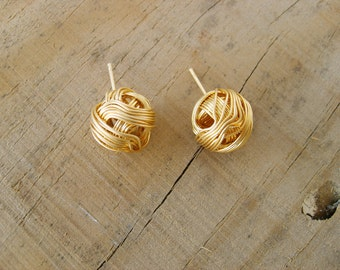 Sweet pompom stud-earrings in gold , gold stud earrings