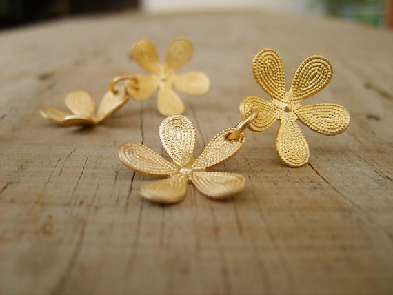 Peshka Flower Post Earrings on Etsy