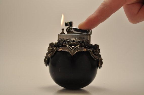 Working Round Colibri Kreisler Cherub Table Lighter