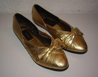 Adorable Vintage Gold Ballet Flats with Bows - LJ Simone