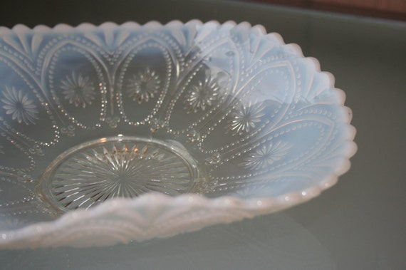 Opalescent Glass Tidbit Nappy Bowl
