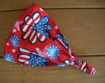 American Flag Headband 4th July Headband Summer Fashion Accessories Women Headband with Red, White and Blue Floral print.