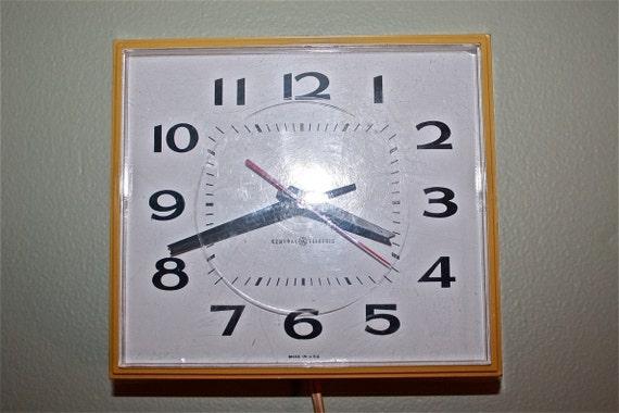 Vintage GE Wall Clock Harvest Gold
