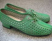 Vtg 60s MOD Green Cut Out Leather Hush Puppies Shoes / Size 7 / Granny Lace Ups Perforated