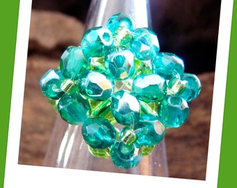 Emerald like beaded ring with four flowers / Anello color smeraldo con quattro fiori