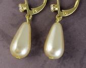 Pearl Gold Earrings Cream Bridal Earrings Perfect Bridal Earrings Perfect for Weddings and Bridesmaids Bridal Wedding Bridesmaid Jewelry