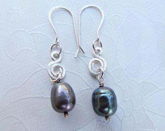 Peacock Pearl Earrings. Blue Black Pearl in Sterling Silver Earrings. Spiral Dangle Earrings. Minimal Everyday Earrings. Holiday Simple Gift